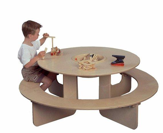 Ronde tafel met bank en opbergbal