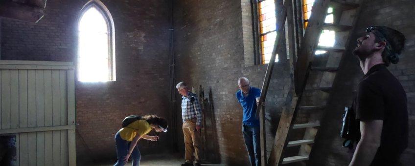 In de kerktoren op zoek naar (sporen van) vleermuizen