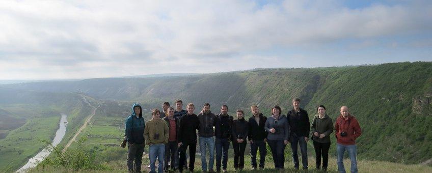 Enthousiaste en jonge tellers in Moldavië, waar het veldwerk voor de atlashet begin van een nieuwe generatie vogelaars inluidde.