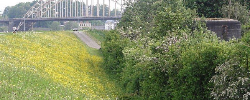 Dijk bij Lent. Rijksmonument 418950 brugkazemat Lent Oost Foto: Havang, CC0-licentie