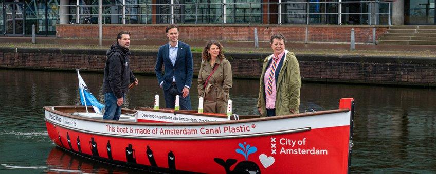 Sloep Plastic Whale, WWF en Amsterdam