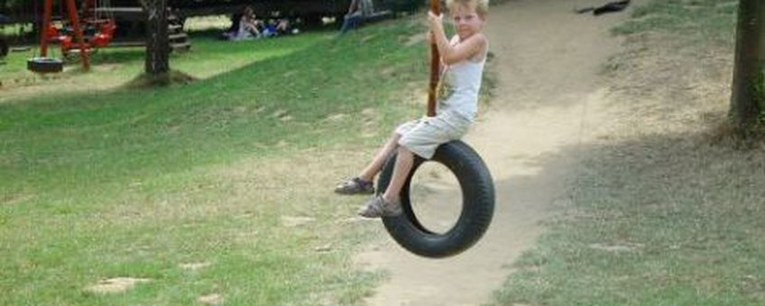 Spelend kind Helmink