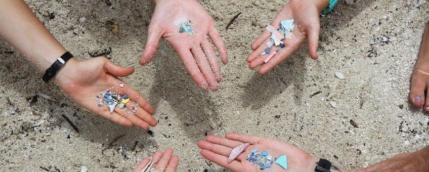 Plastic  op het strand