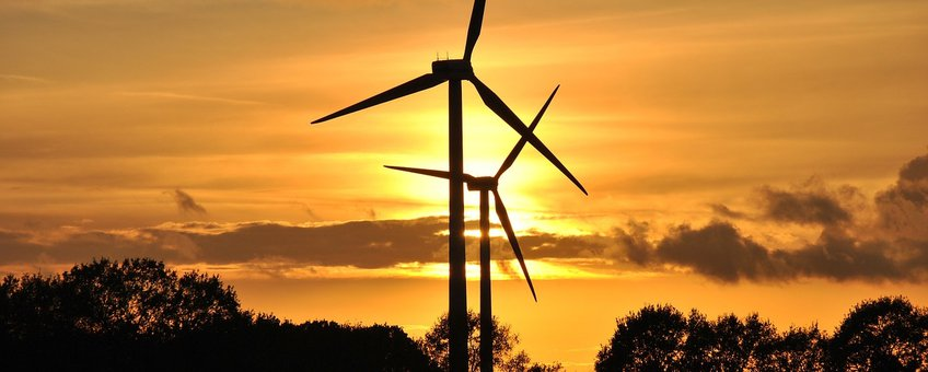 Windmolens in schemer