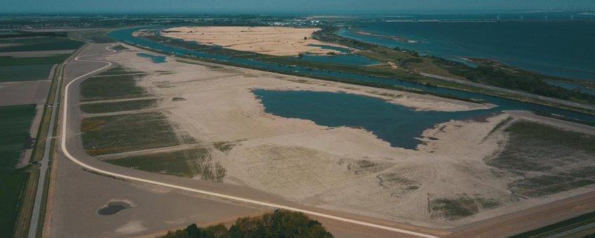 Nieuw aangelegde natuur Zuiderdiepgorzen aan de noordrand, Goeree-Overflakkee