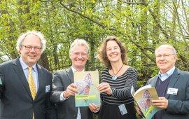 Leo van der Heiden (Ministerie EZ), Teo Wams (Natuurmonumenten), Dianne Nijland (Vogelbescherming Nederland) en François Kremer (Europese Commissie, of beter:  Natura 2000 Policy Coordinator at the European Commission's Nature Unit).