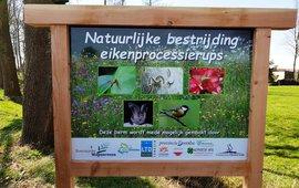 Bord project Boermarke Wapserveen, NAtuurlijke bestrijding eikenprocessierups