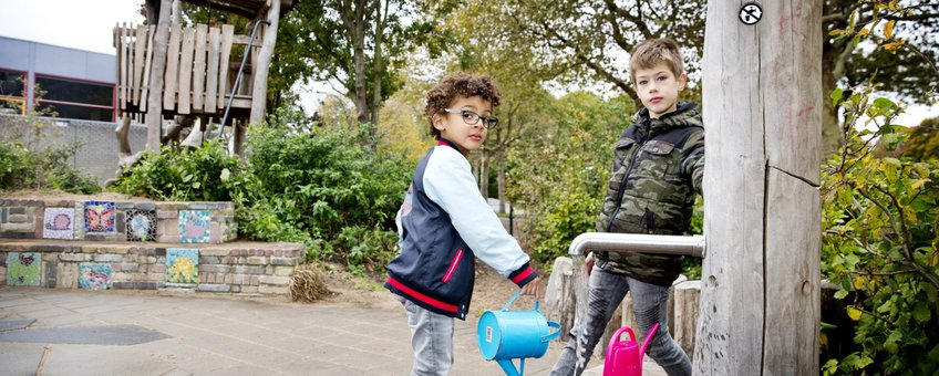 Groenblauw schoolplein in Delfland