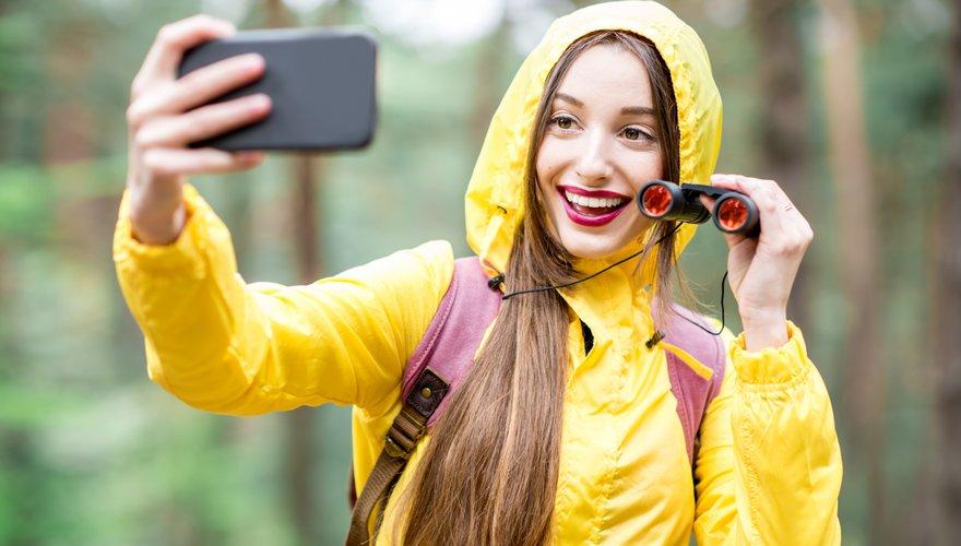 Jeugd verrekijker telefoon / Shutterstock