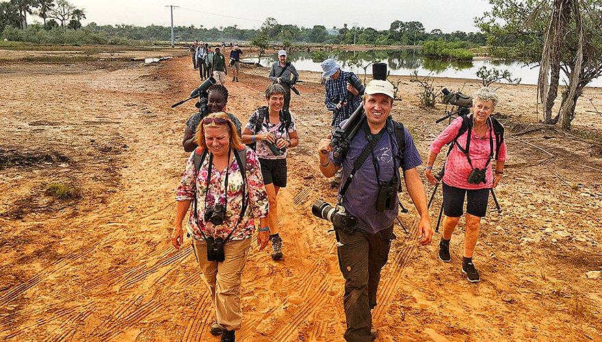Klaas de Jong met deelnemers van de Gambiareis 2017