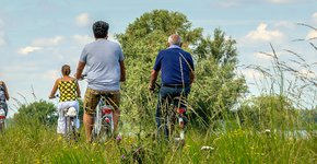 Fietsers in de natuur / Shutterstock