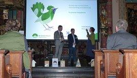 Peter Rehwinkel, voorzitter van de raad van toezicht van Stichting De Groene Koepel, en Fred Wouters, directeur van Vogelbescherming Nederland