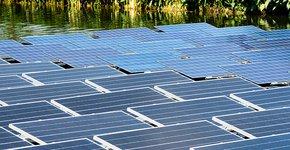 Zonnepanelen op water / Shutterstock