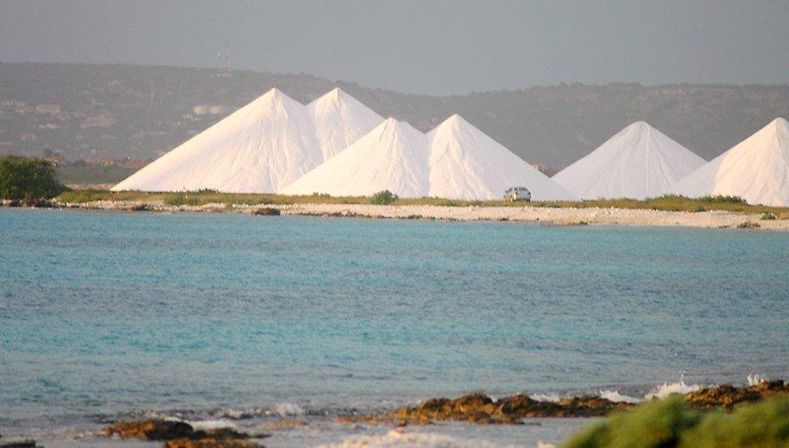 Cargill Salt Pans Bonaire / Bert Denneman