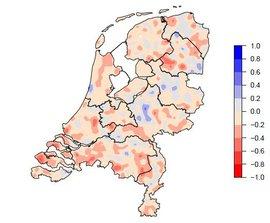 De kaart laat zien dat er slechts enkele gebieden zijn waar het aantal koekoeken stabiel is gebleven, of zelfs is toegenomen. (Sovon Vogelonderzoek)
